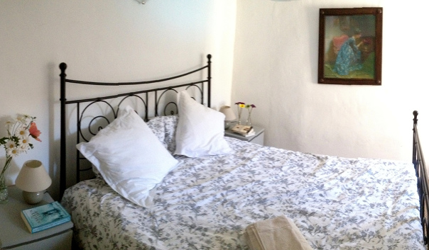 French house southern France holiday rental Garden view double bedroom Saint Hilaire